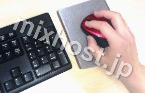 赤いマウスとキーボード
