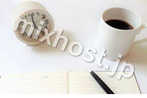 時計とコーヒーと手帳とペン