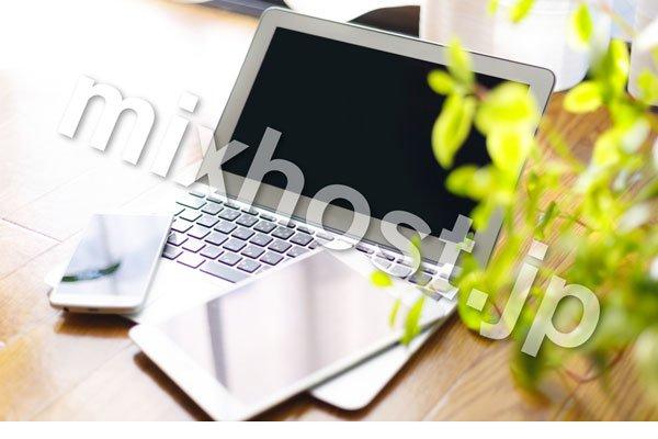 パソコンとipadとiphoneと葉っぱ