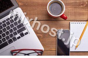 パソコンとメガネとコーヒー